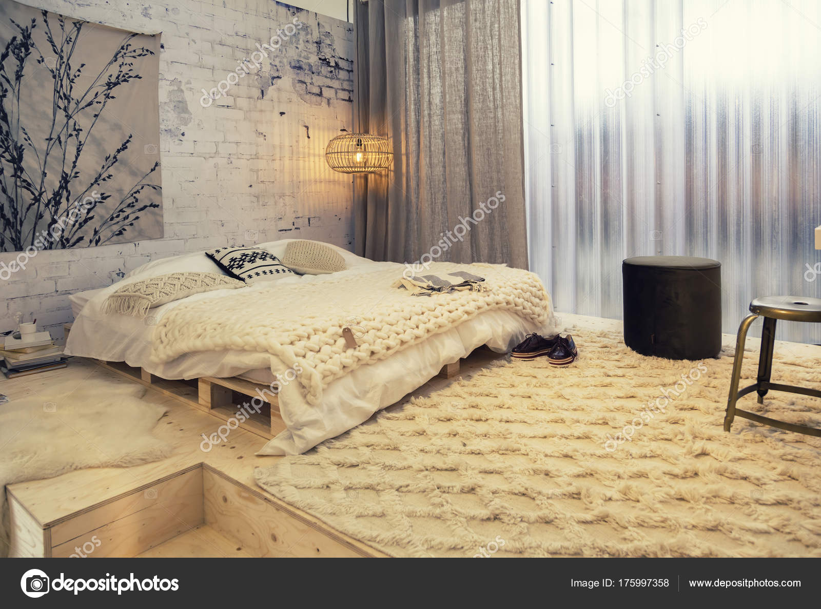 Camera Da Letto Stile Country : Camera da letto in stile country u foto stock araraadt