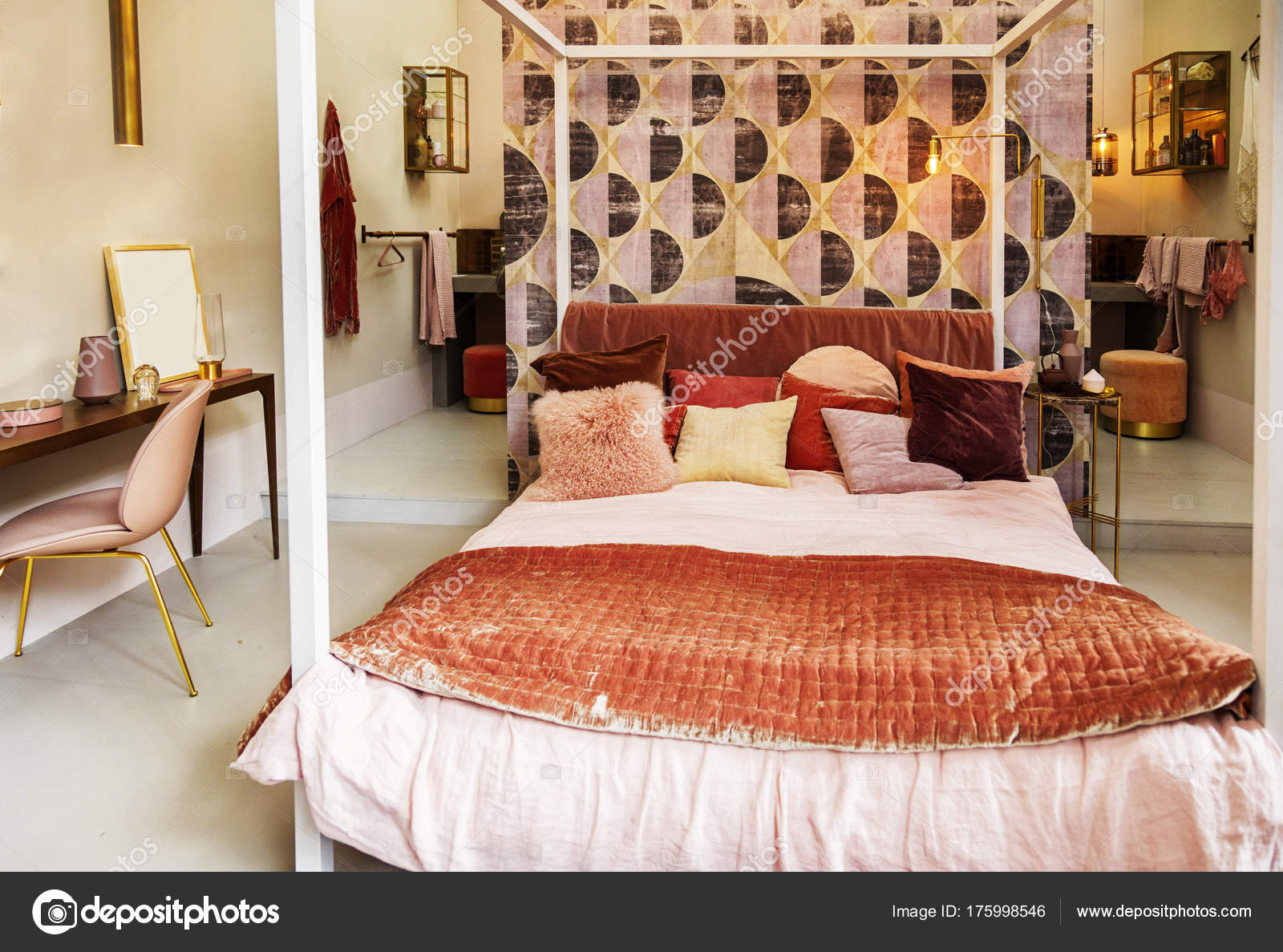 Slaapkamer Landelijke Stijl : Slaapkamer in landelijke stijl u stockfoto araraadt