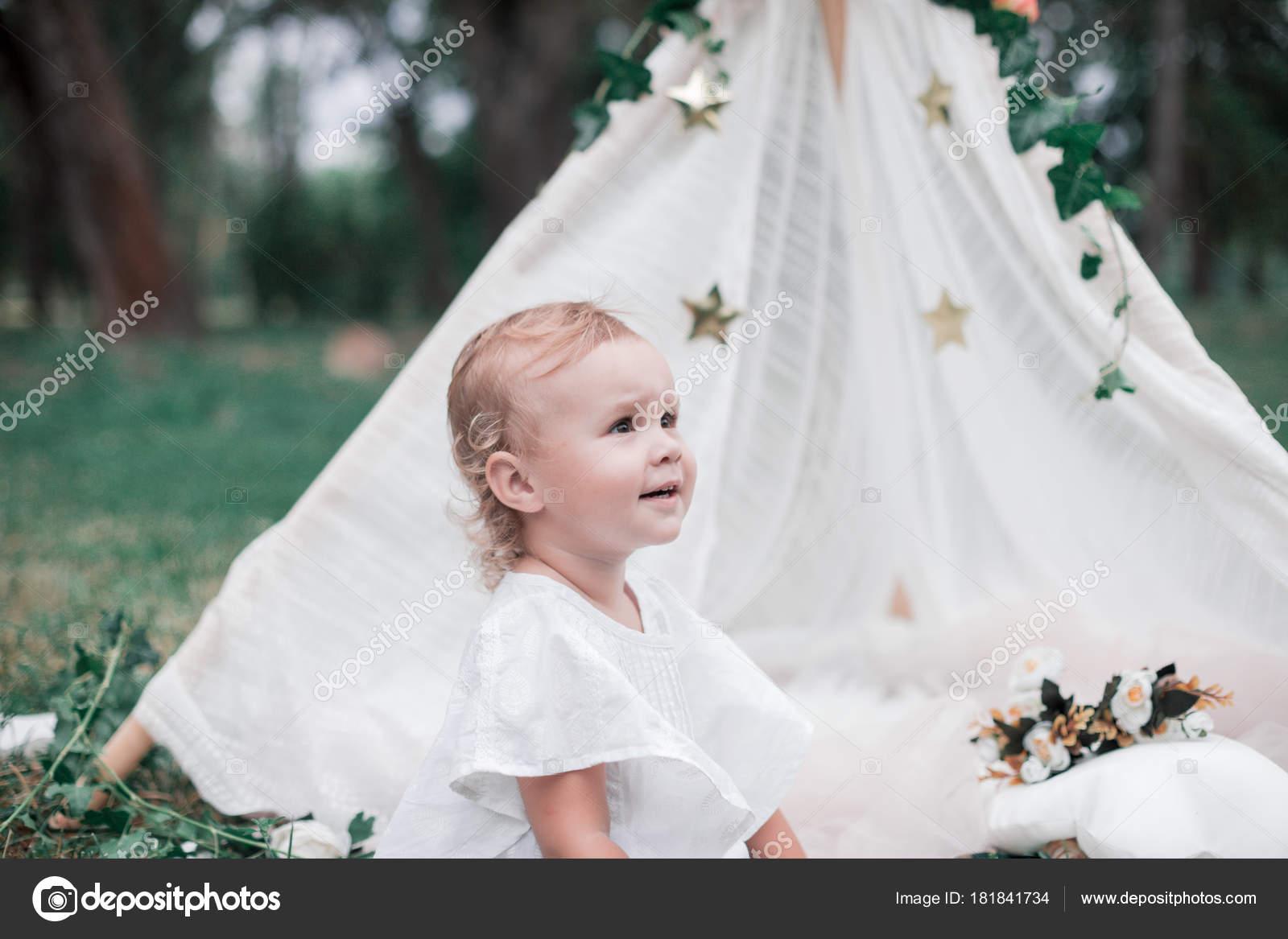 bc006ce174f Baby Girl Celebrating Her Birthday — Stock Photo © margo black ...