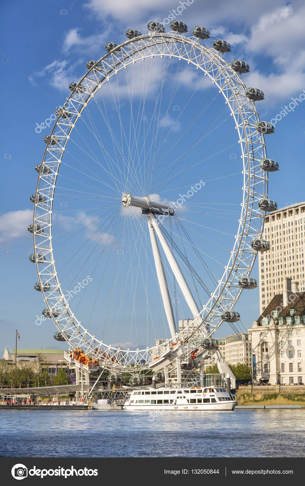 london eye in london redaktionelles stockfoto norabana 132050844. Black Bedroom Furniture Sets. Home Design Ideas