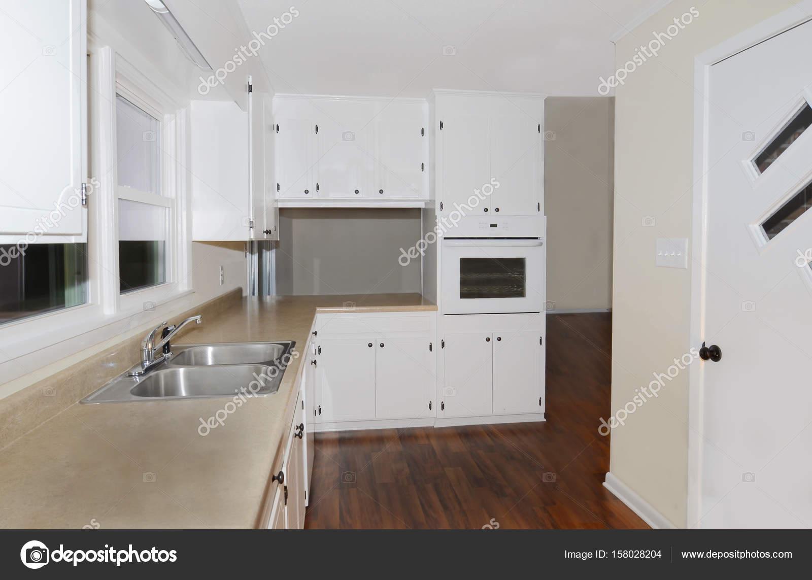 Kuchnia W Domu Zdjęcie Stockowe Noonie 158028204
