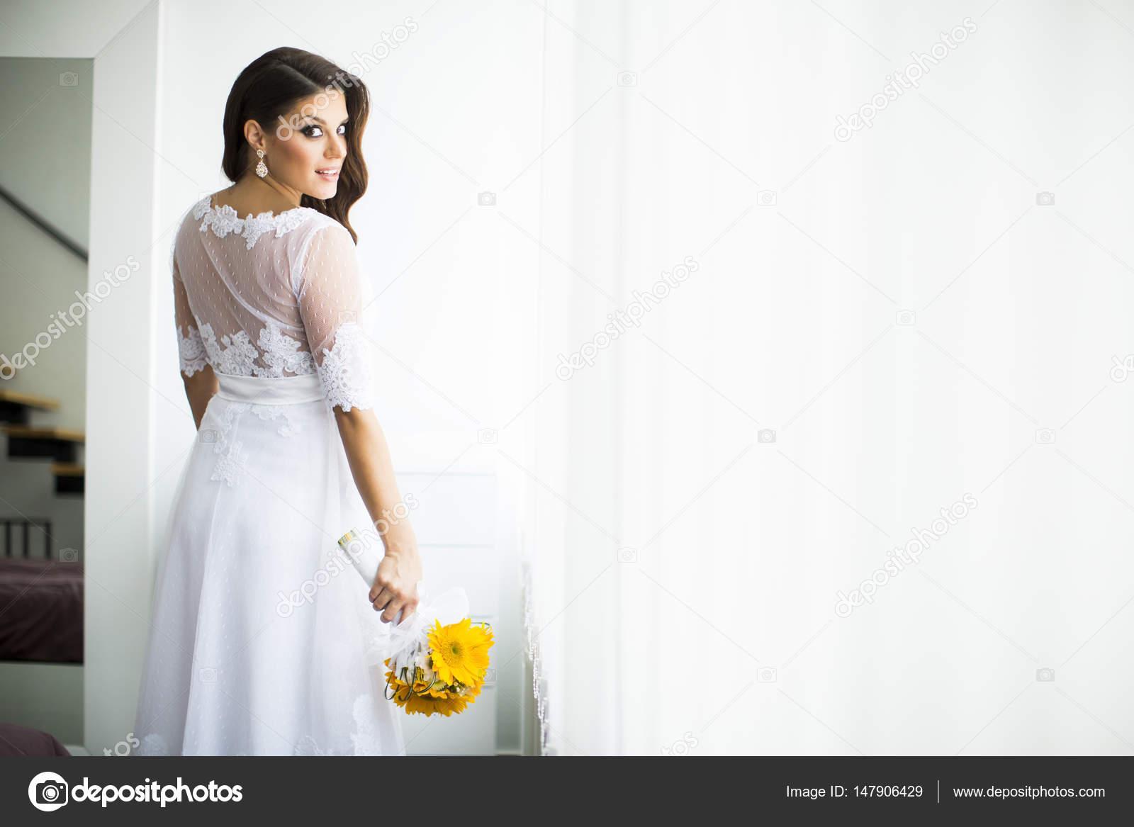 Young pregnant bride that interrupt