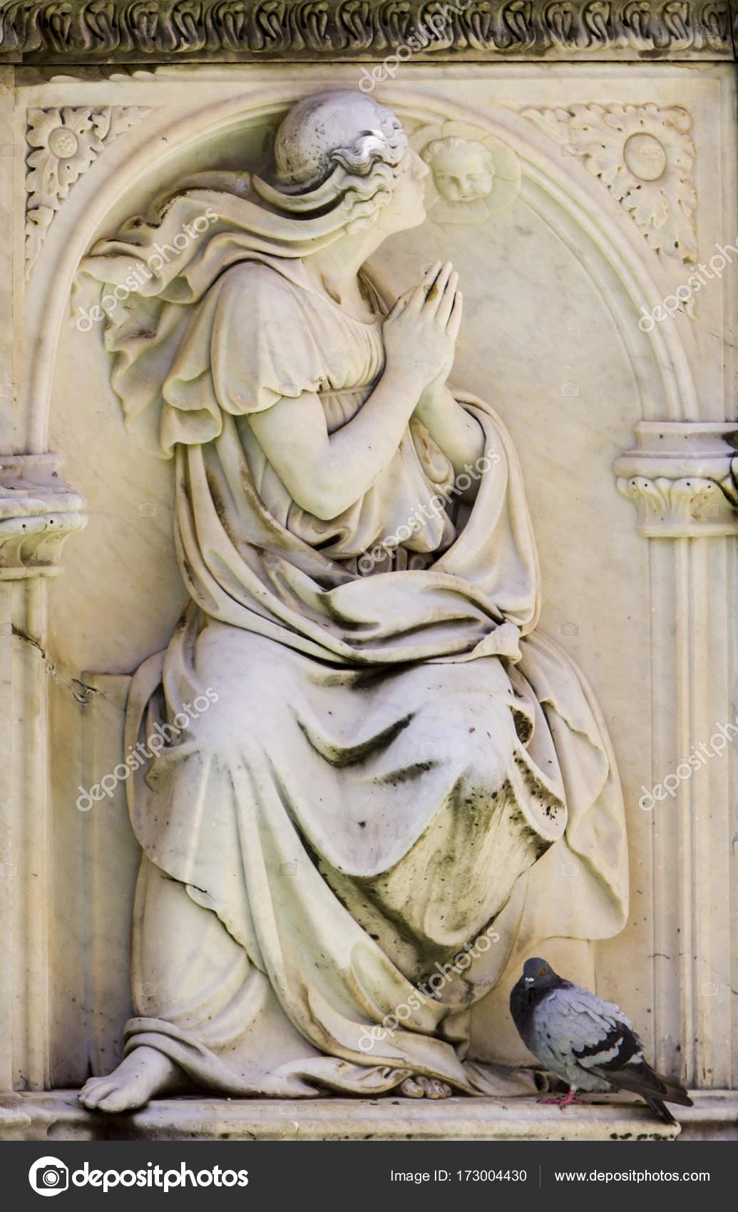 Ancient Gaia Statue fonte gaia at piazza del campo in siena — stock photo