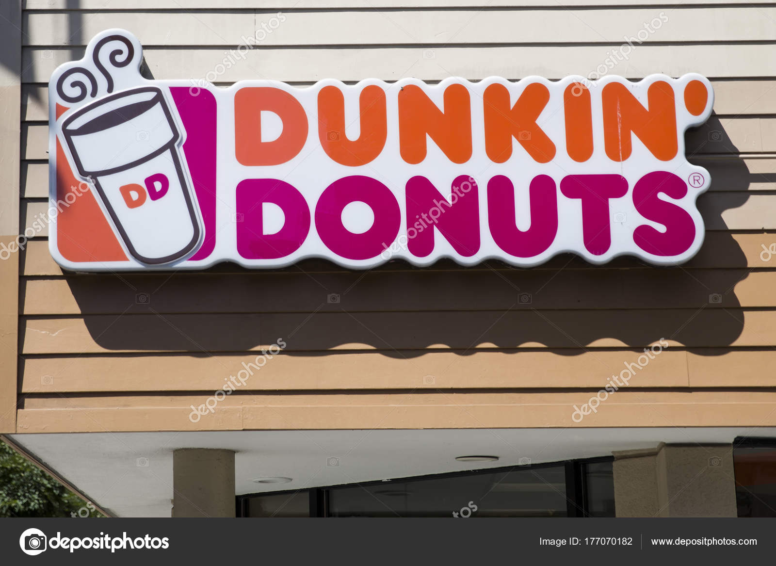 Dunkin Donuts store – Stock Editorial Photo © boggy22 #177070182