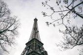 Fotografie Pohled na Eiffelovu věž v Paříži