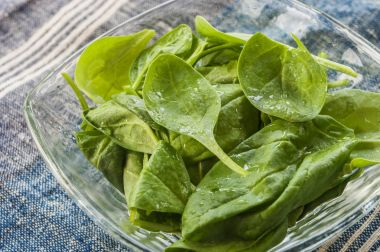 spinach leaf fresh close up in glass bowl