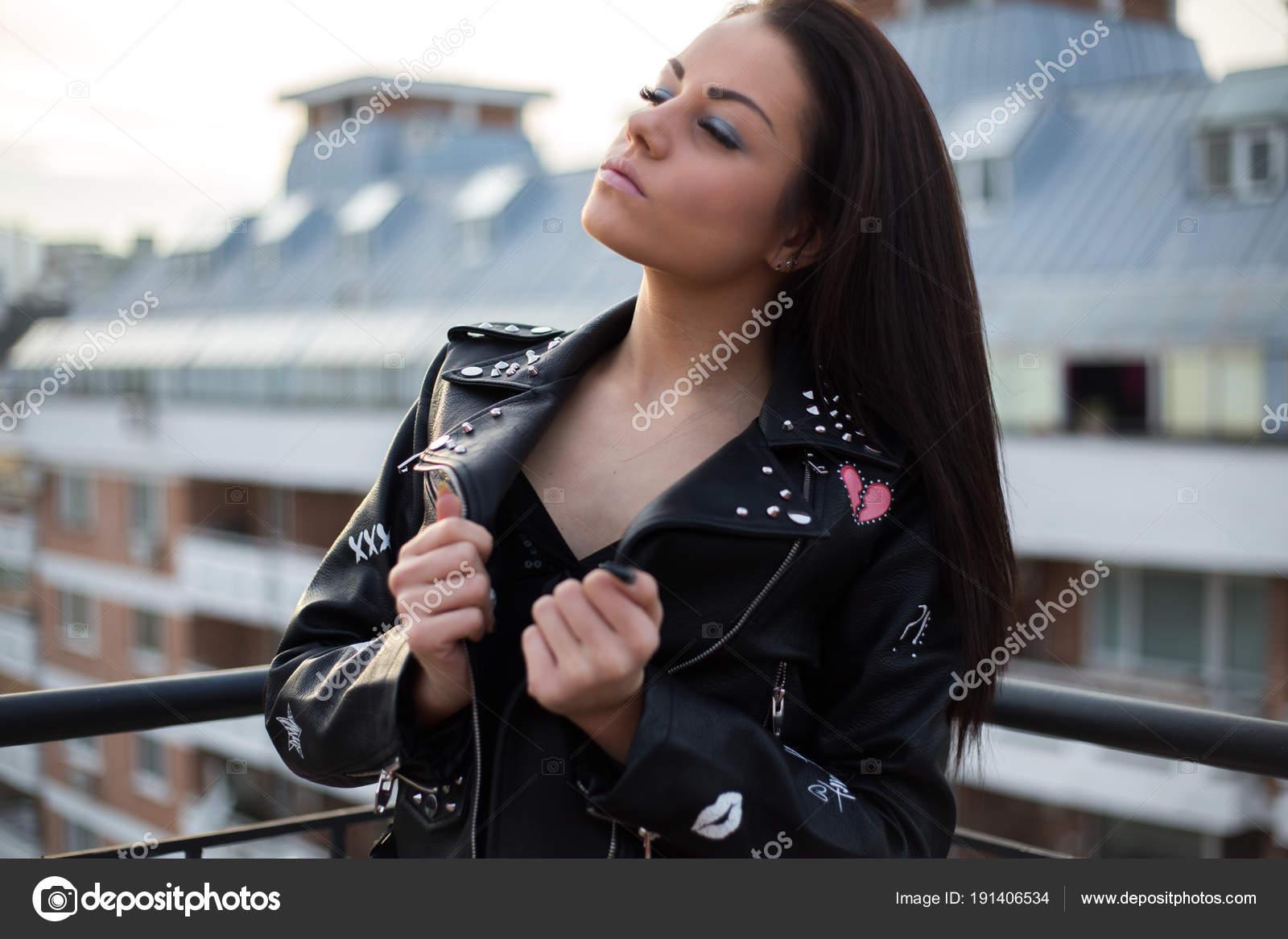 quality design 6f662 34e2e Giovane Donna Sexy Giacca Pelle Ragazza Hipster Lifestyle ...