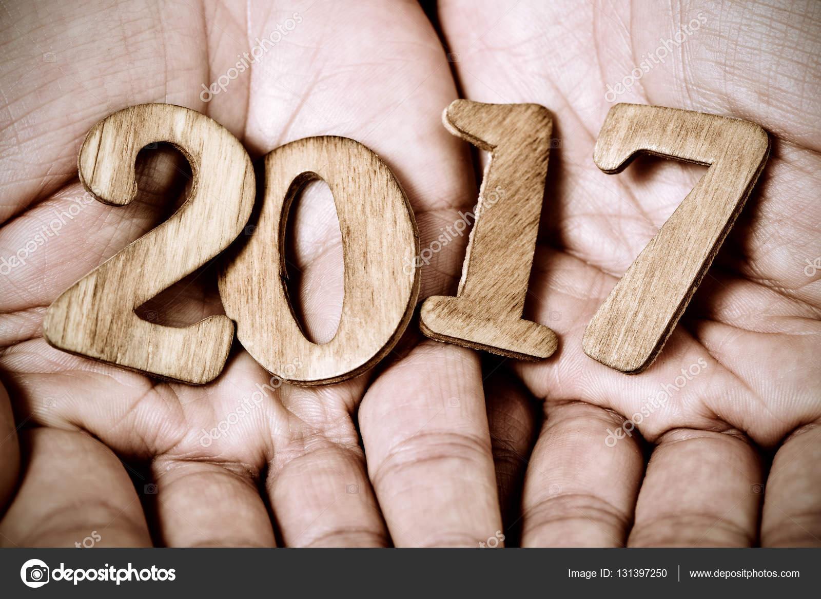 2017 comme le nouvel an entre les mains d un homme photographie nito103 131397250. Black Bedroom Furniture Sets. Home Design Ideas