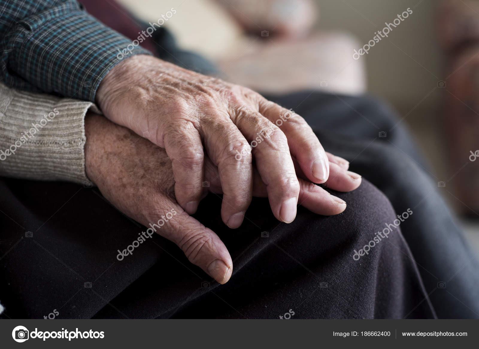 Imágenes Ancianos Tomados De La Mano Hombre Y Mujer Tomados De La