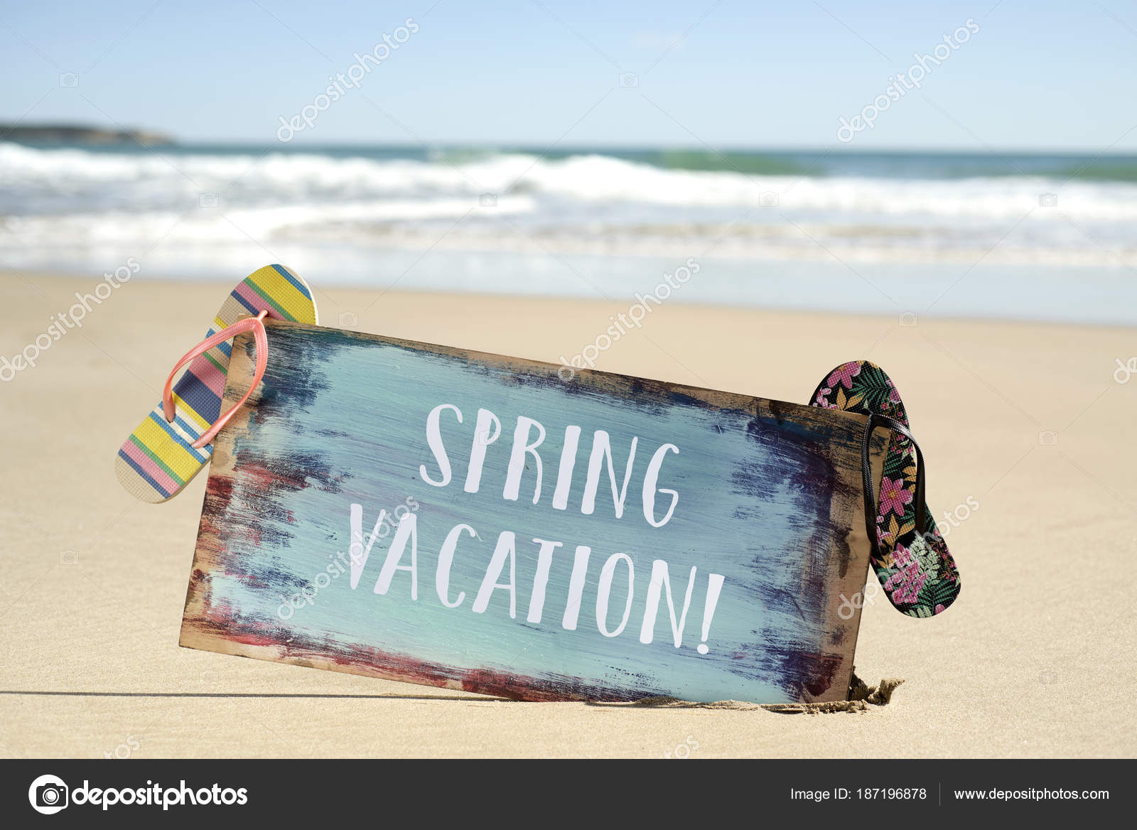 text spring vacation in a signboard on the beach — Stock