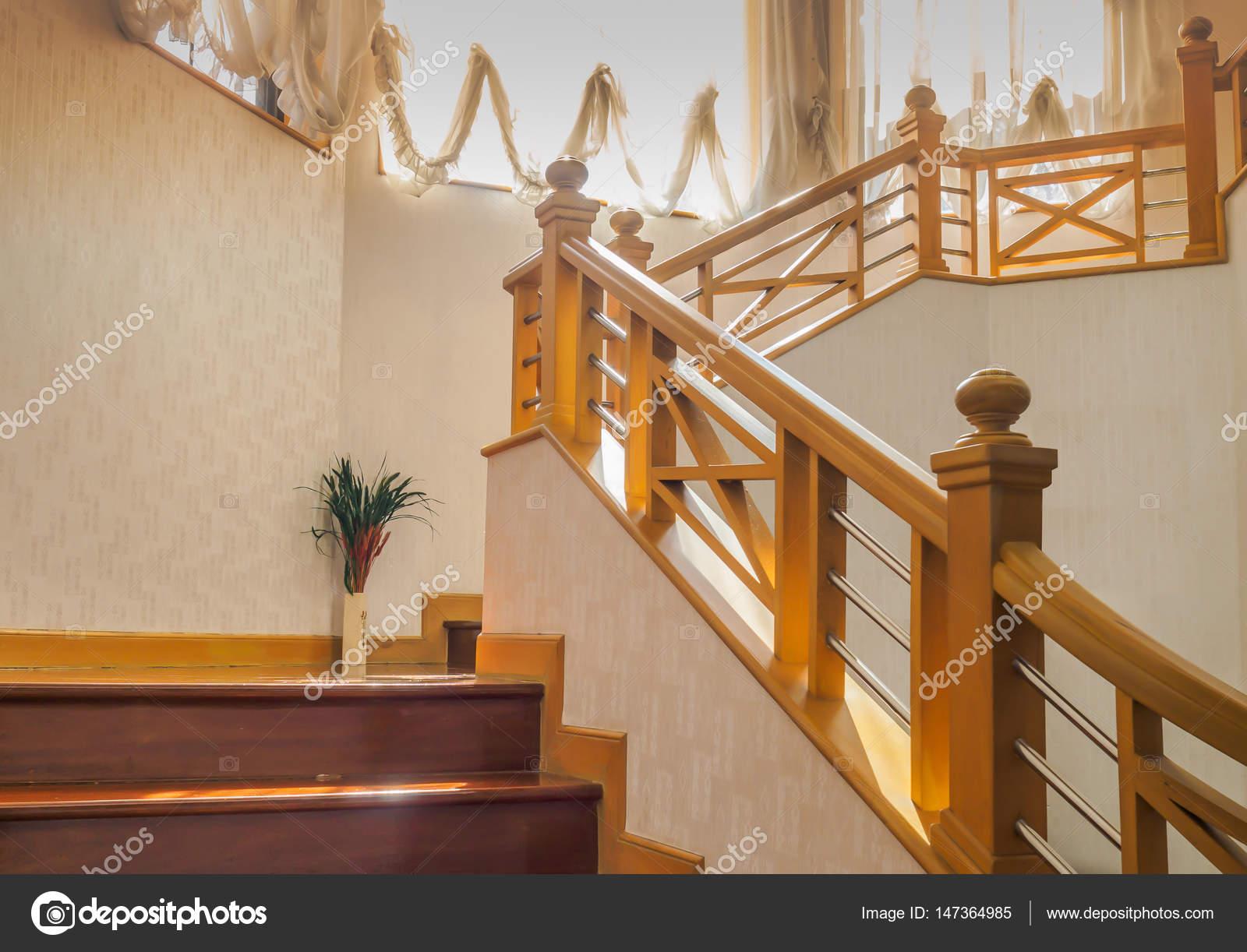 Escalera de madera con pasamanos y barandilla de acero - Barandillas de madera para interior ...