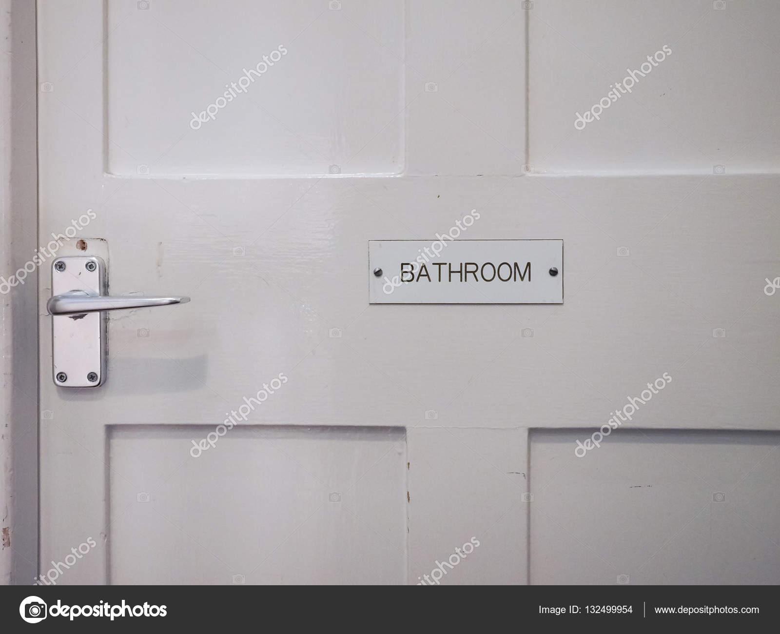Witte badkamer deur detail — Stockfoto © claudiodivizia #132499954