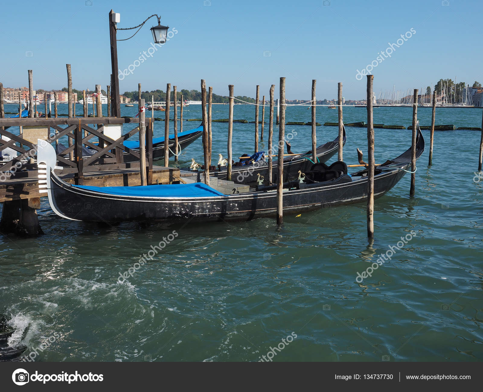 Gondole Bateau A Rames A Venise Photo Editoriale C Claudiodivizia 134737730