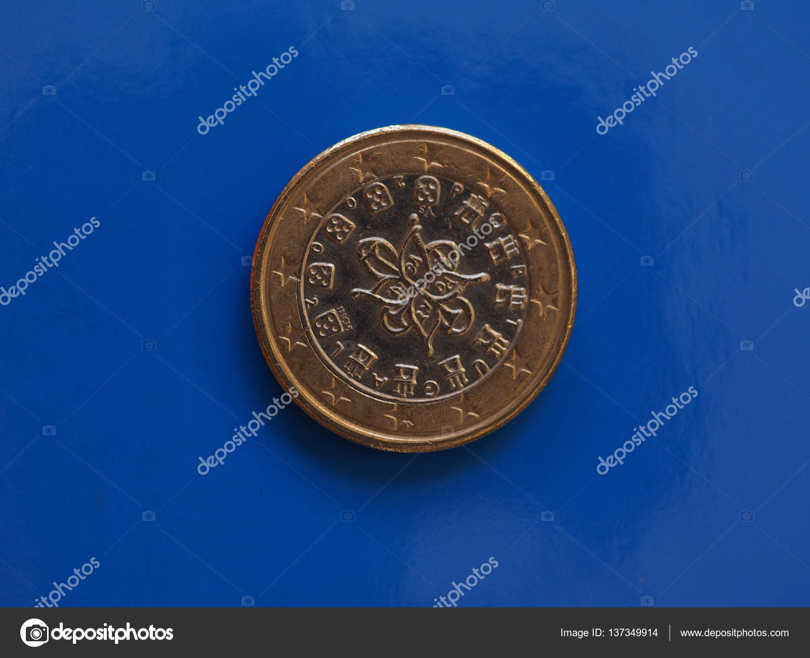 1 Euro Münze Europäische Union Portugal über Blau Stockfoto