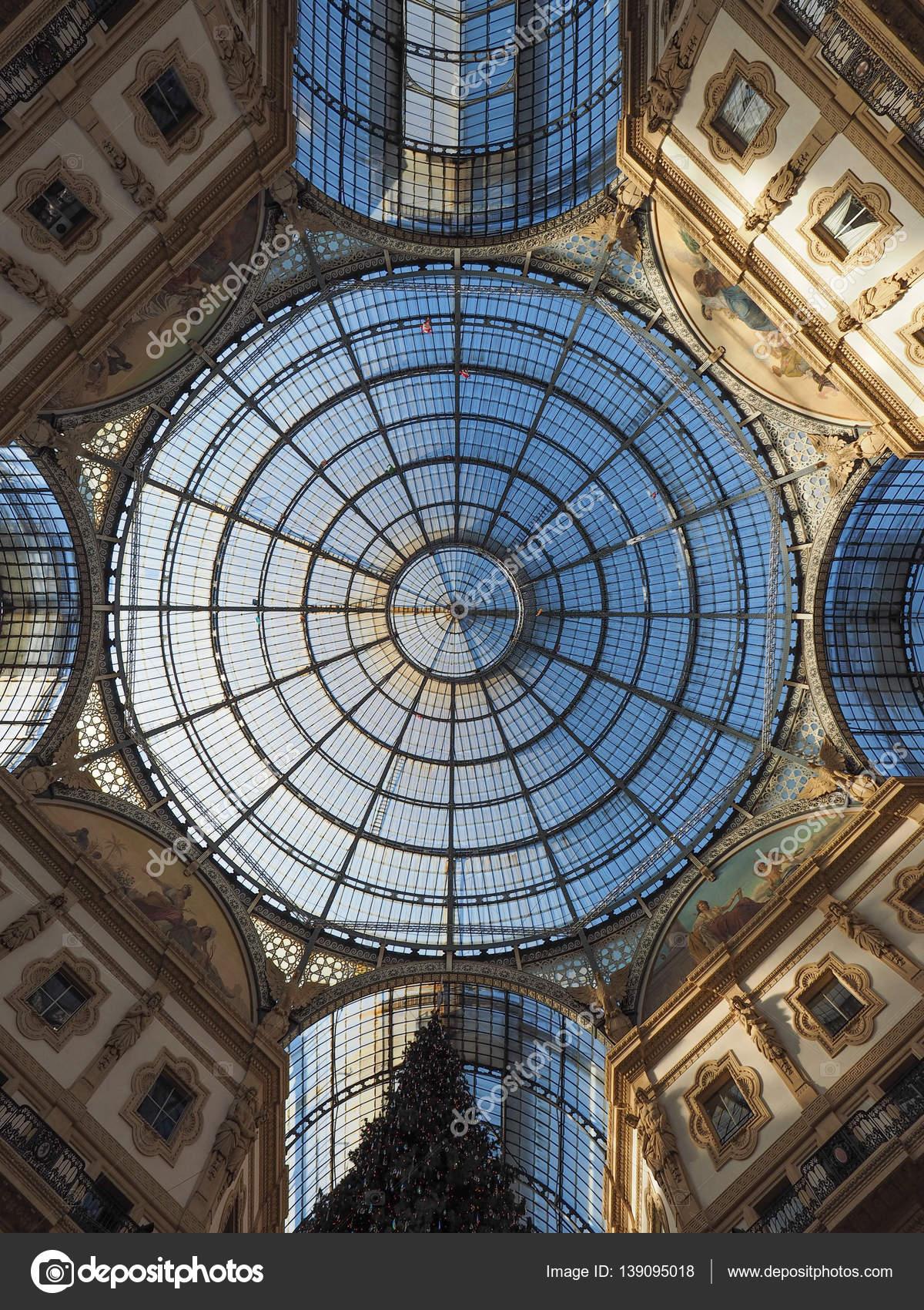 Tetto di vetro del arcade di Galleria Vittorio Emanuele Ii a Milano ...