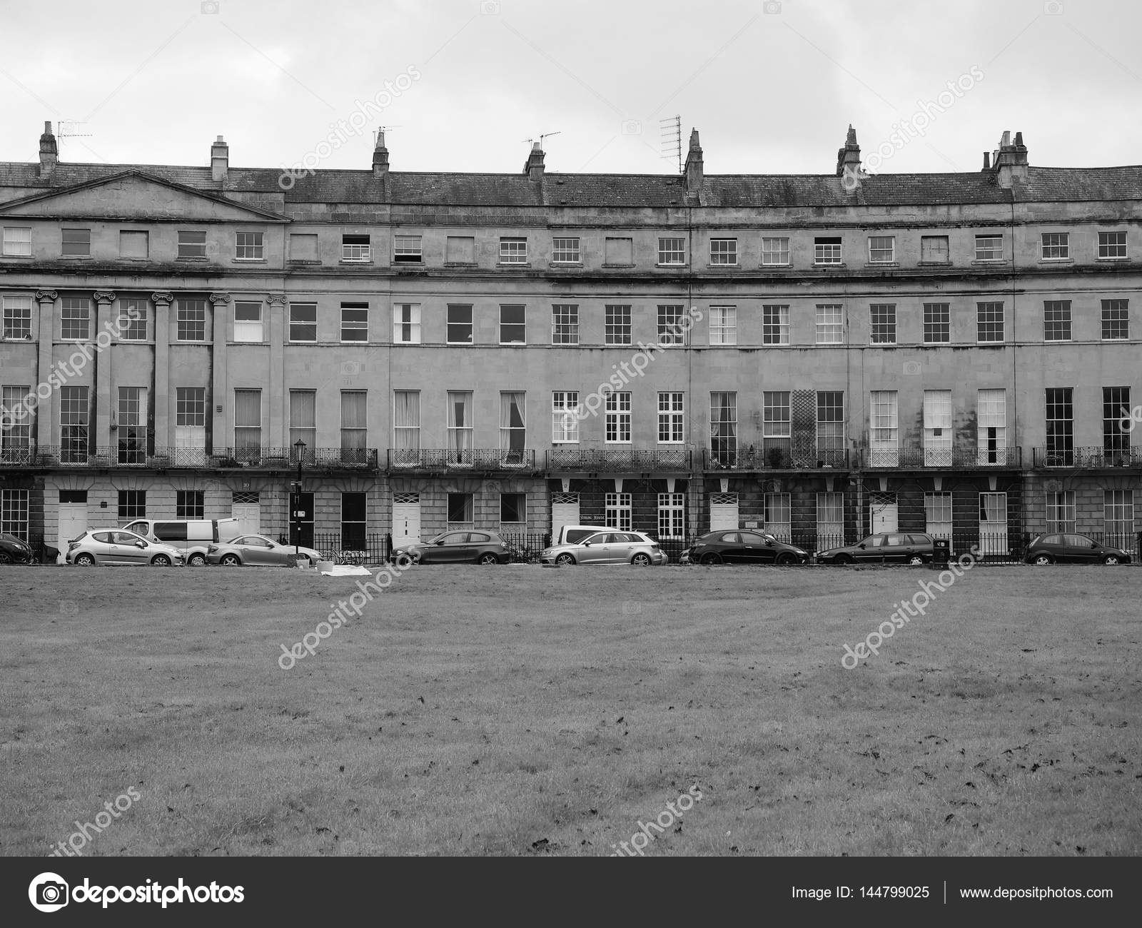 Bath uk circa september 2016 the norfolk crescent row of terraced houses in black and white photo by claudiodivizia
