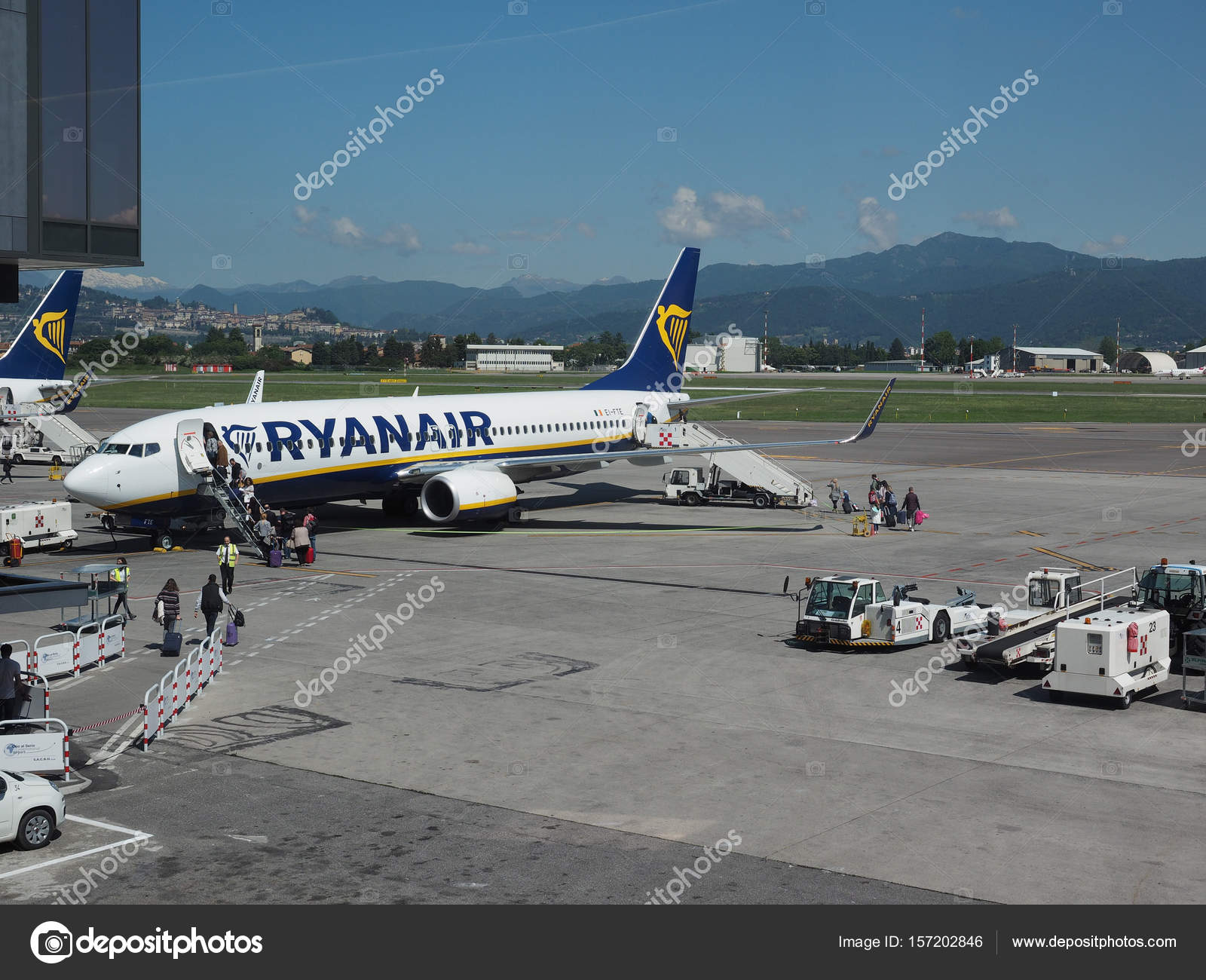 Aeroporto Orio Al Serio : Aeroporto di bergamo orio al serio fotografia editoriale