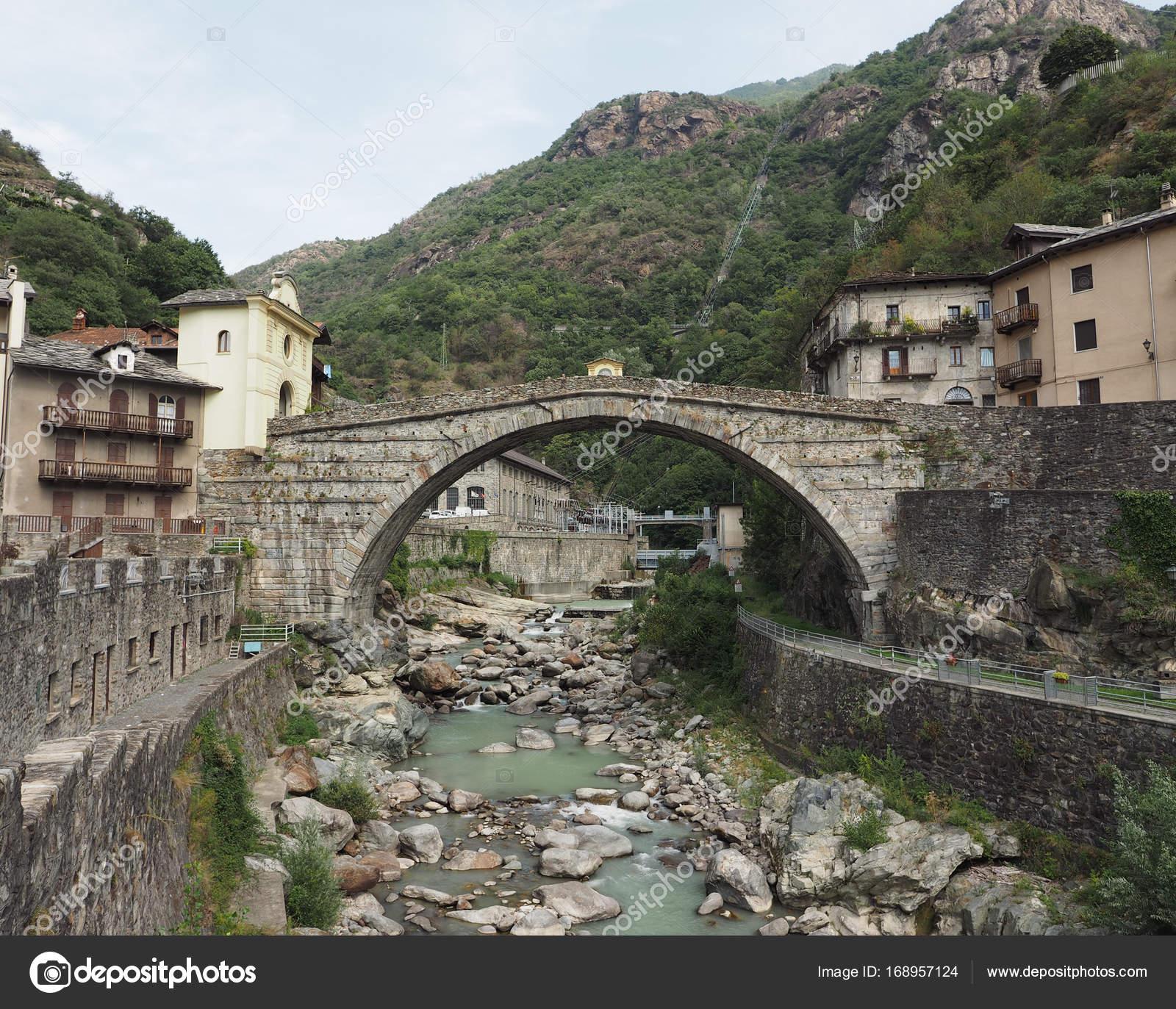 ponte romano di pont saint martin foto stock claudiodivizia 168957124. Black Bedroom Furniture Sets. Home Design Ideas