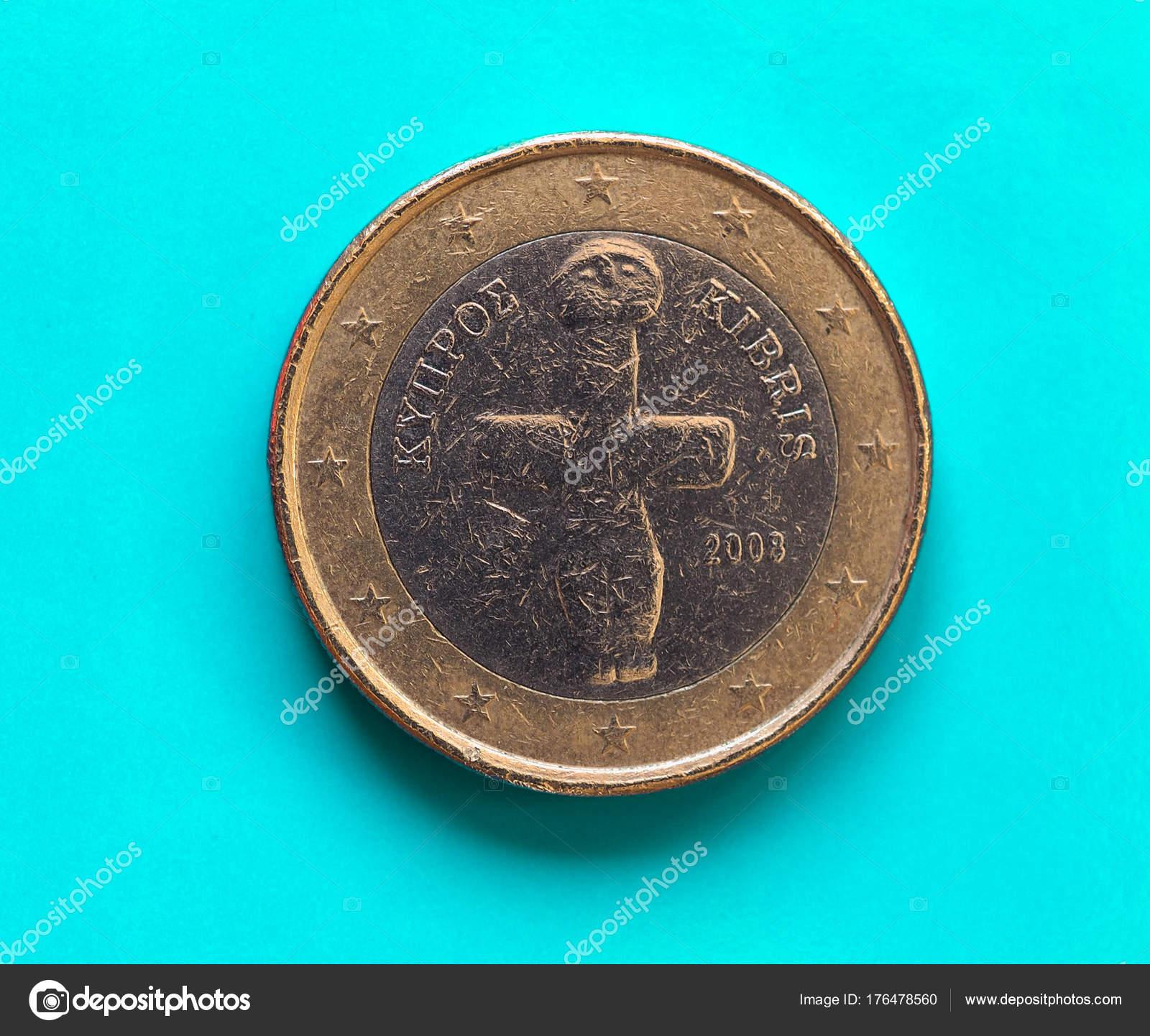 1 Euro Münze Europäische Union Zypern über Grün Blau Stockfoto