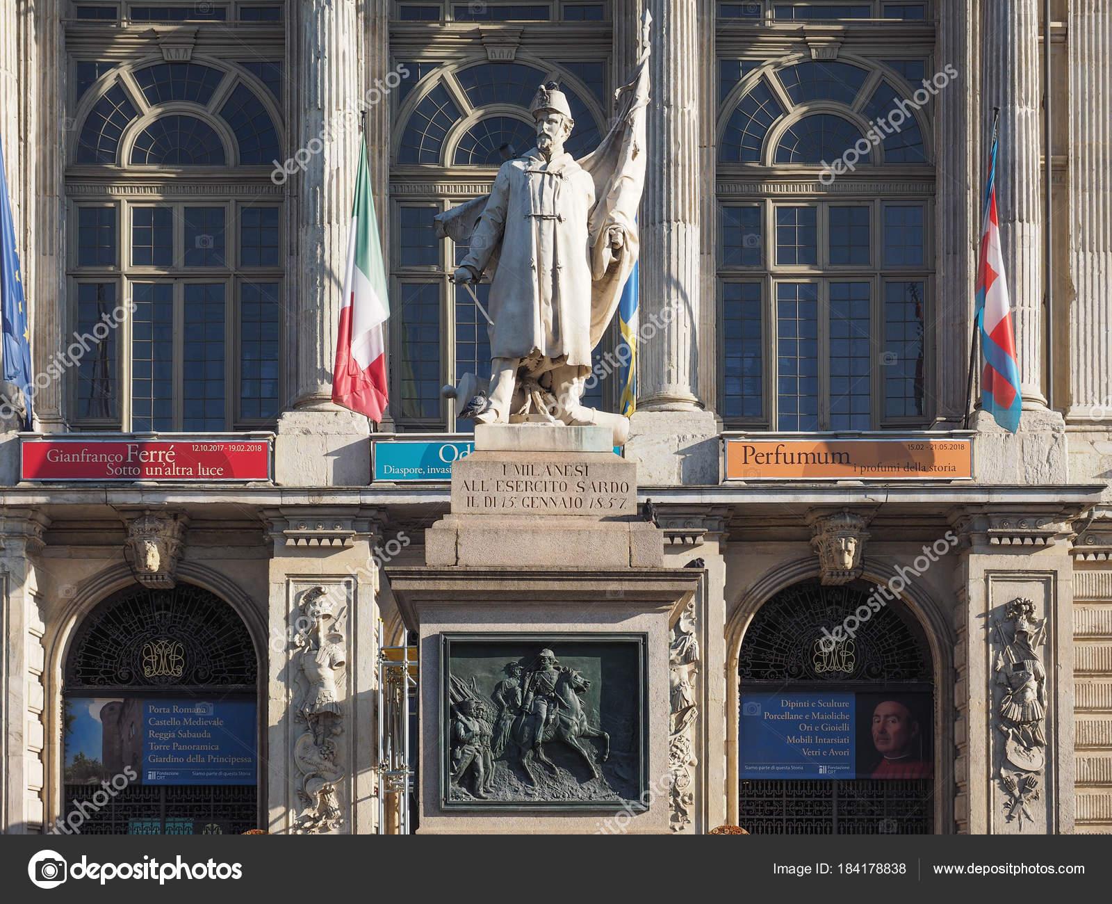 Palazzo madama di Torino — Foto Editoriale Stock © claudiodivizia ...