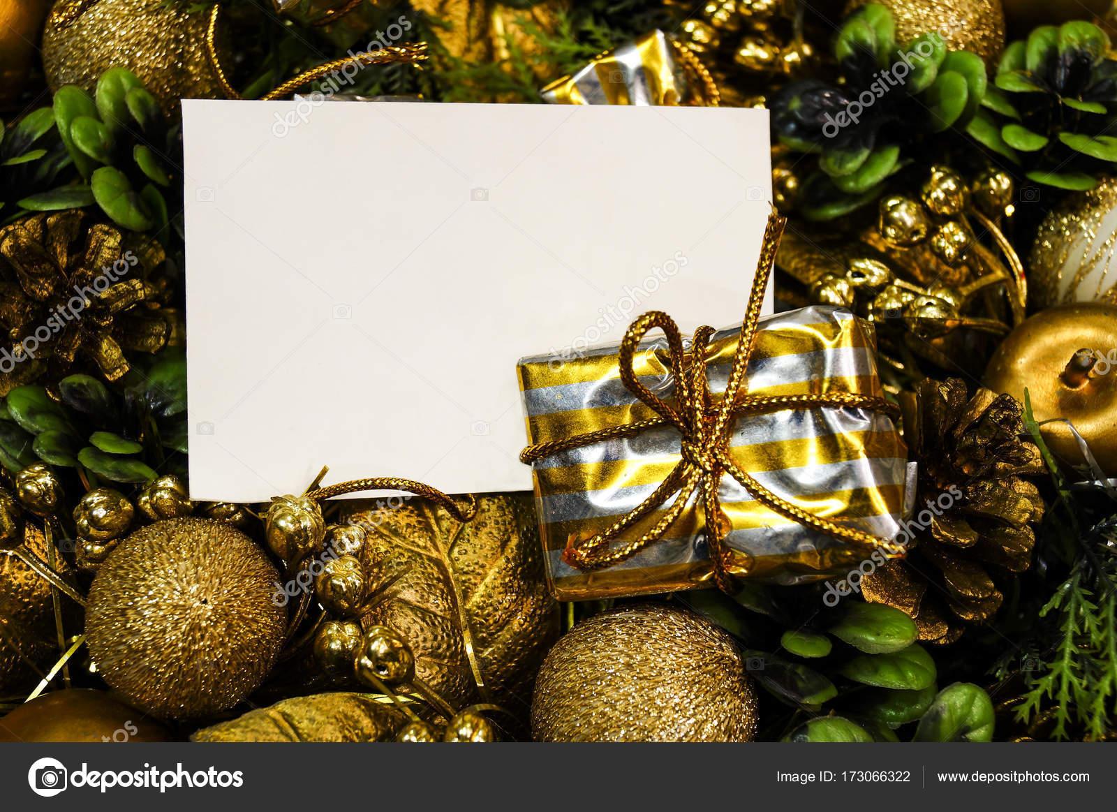 Weihnachts-Korb mit Geschenke-Mockup-Blatt für Ihren text ...