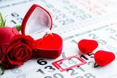 zásnubní prsten, srdce, kalendář, 14.února, dárek pro Valentýn