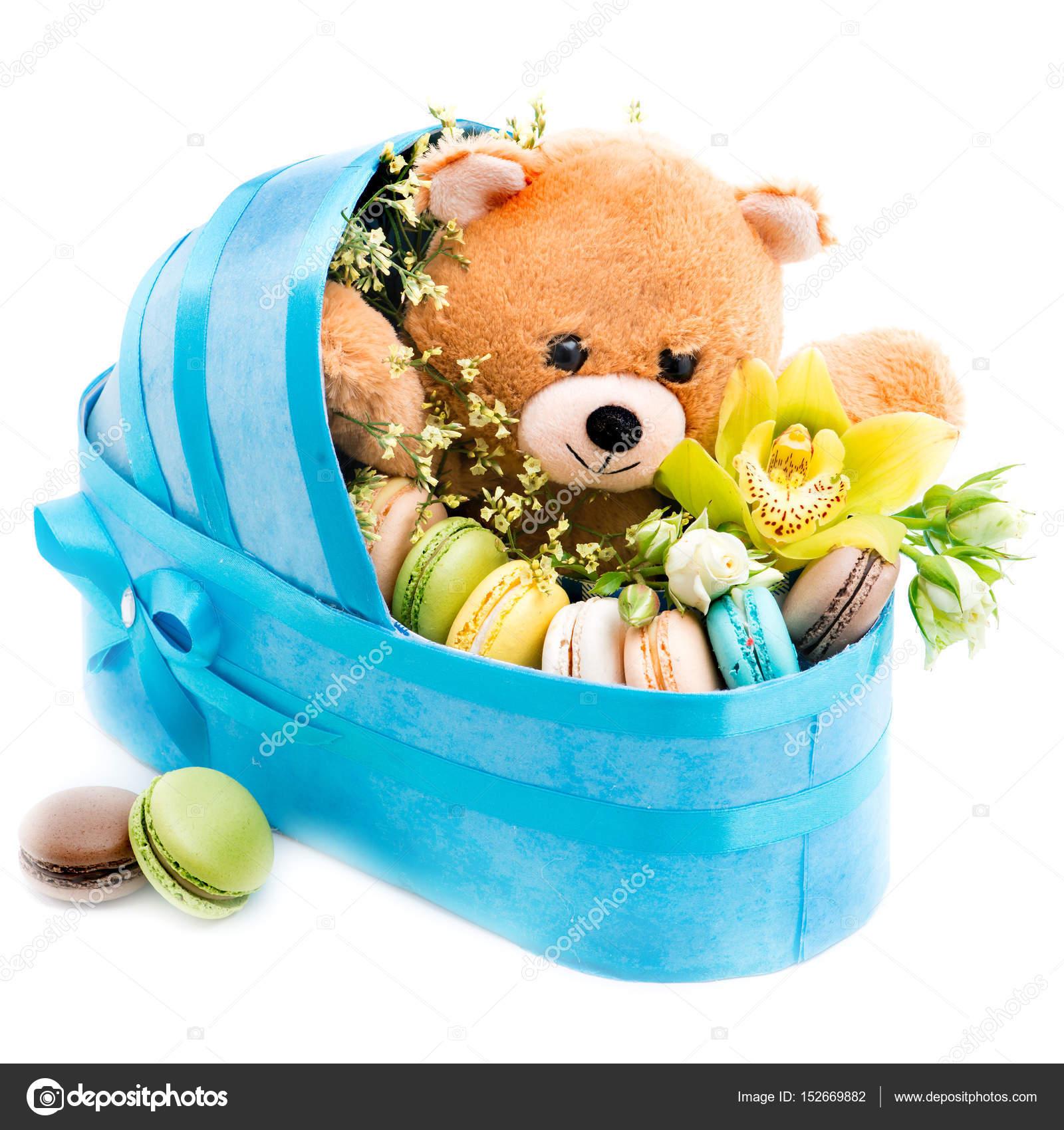 Cadeau,poussette de fleurs fraîches pour la naissance de l\u0027enfant (garçon  un\u2013 images de stock libres de droits