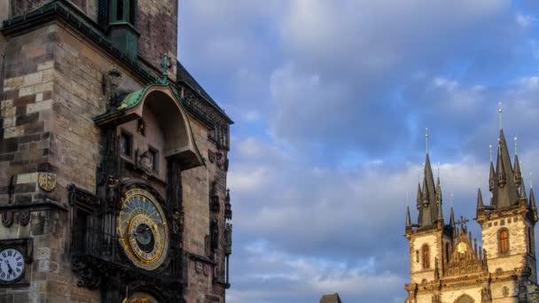 3. února 2017 Praha v České republice, noční pohled Timelapse orloj a kostel