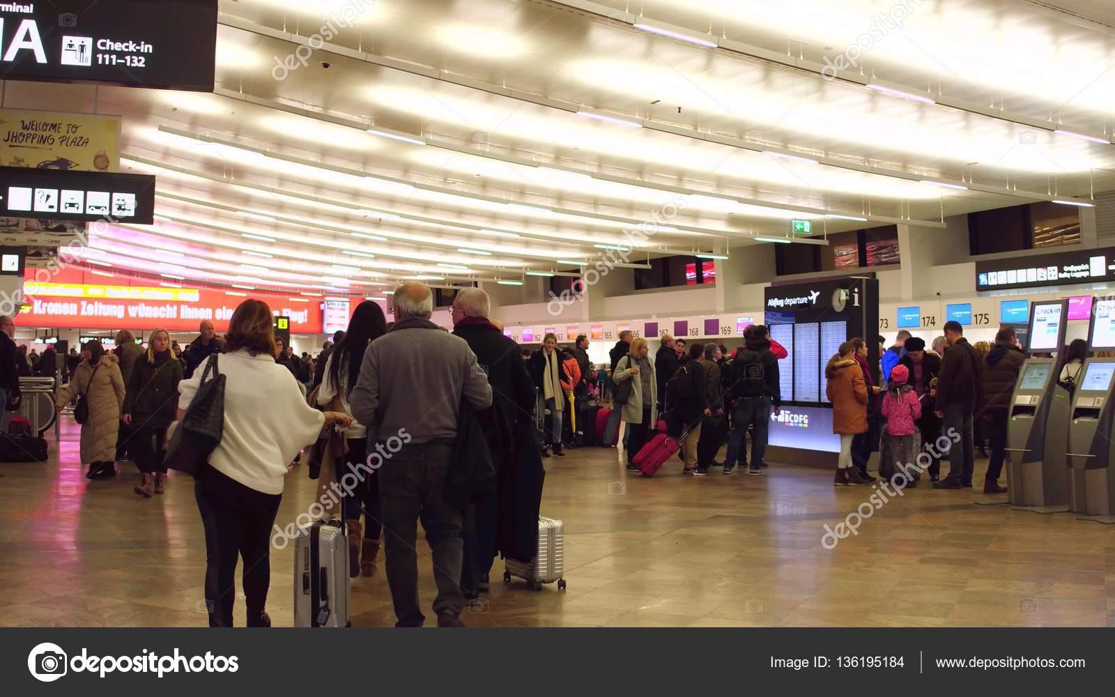 Wien österreich 24 Dezember überfüllten Flughafen Terminal