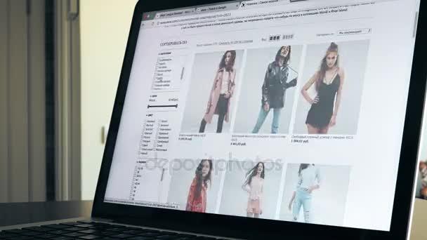 new arrival dd624 7aed5 Moskau, Russland - 6. Februar 2017. Zeitraffer von Seiten des beliebten  Online-Mode Shop asos.com. Online-shopping. 4k video