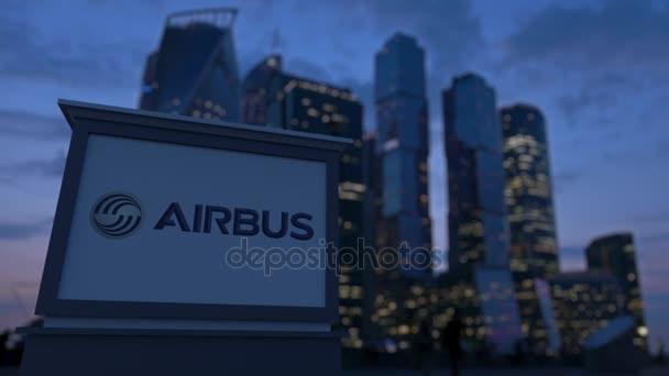 Pouliční nápisy deska s logem Airbus ve večerních hodinách. Obchodní čtvrť mrakodrapů pozadí rozmazané. Redakční 3d vykreslování 4k