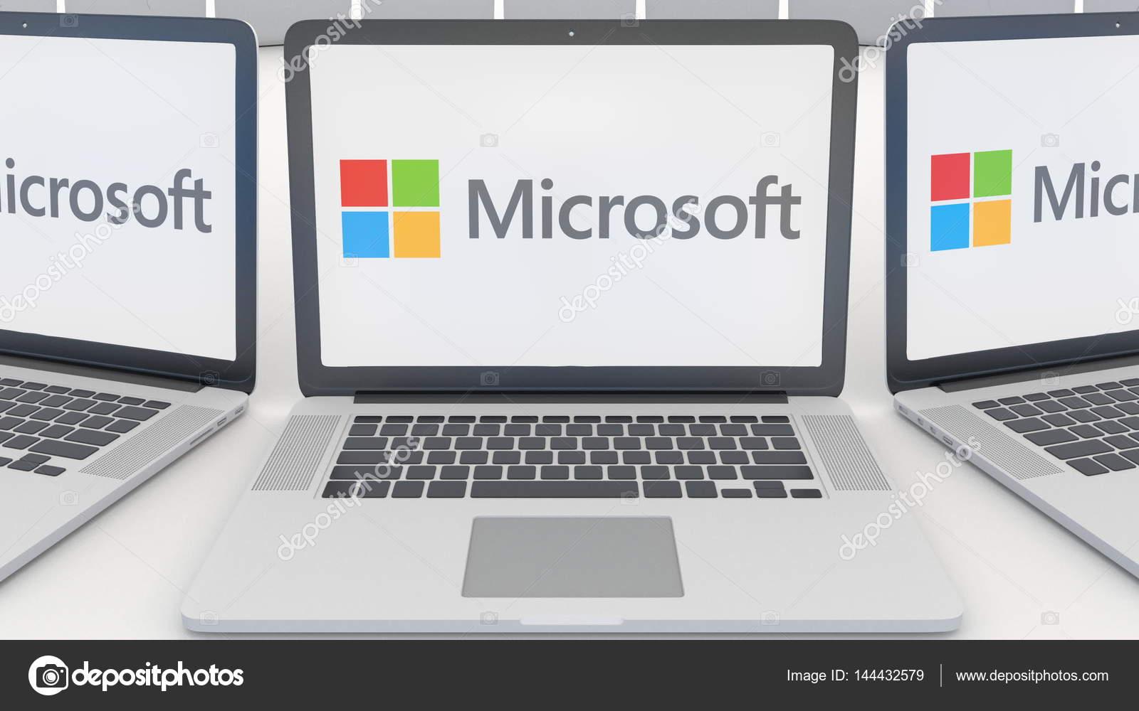 画面のマイクロソフトのロゴ付きのノート パソコン コンピューター技術