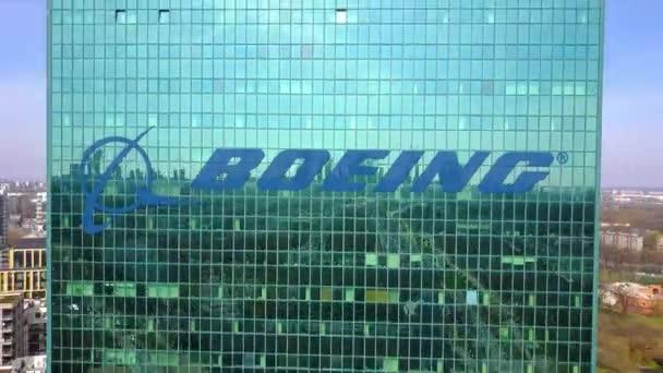 Letecký snímek mrakodrap s logem Boeing společnosti. Moderní kancelářská budova. Redakční 3d vykreslování 4 k klip
