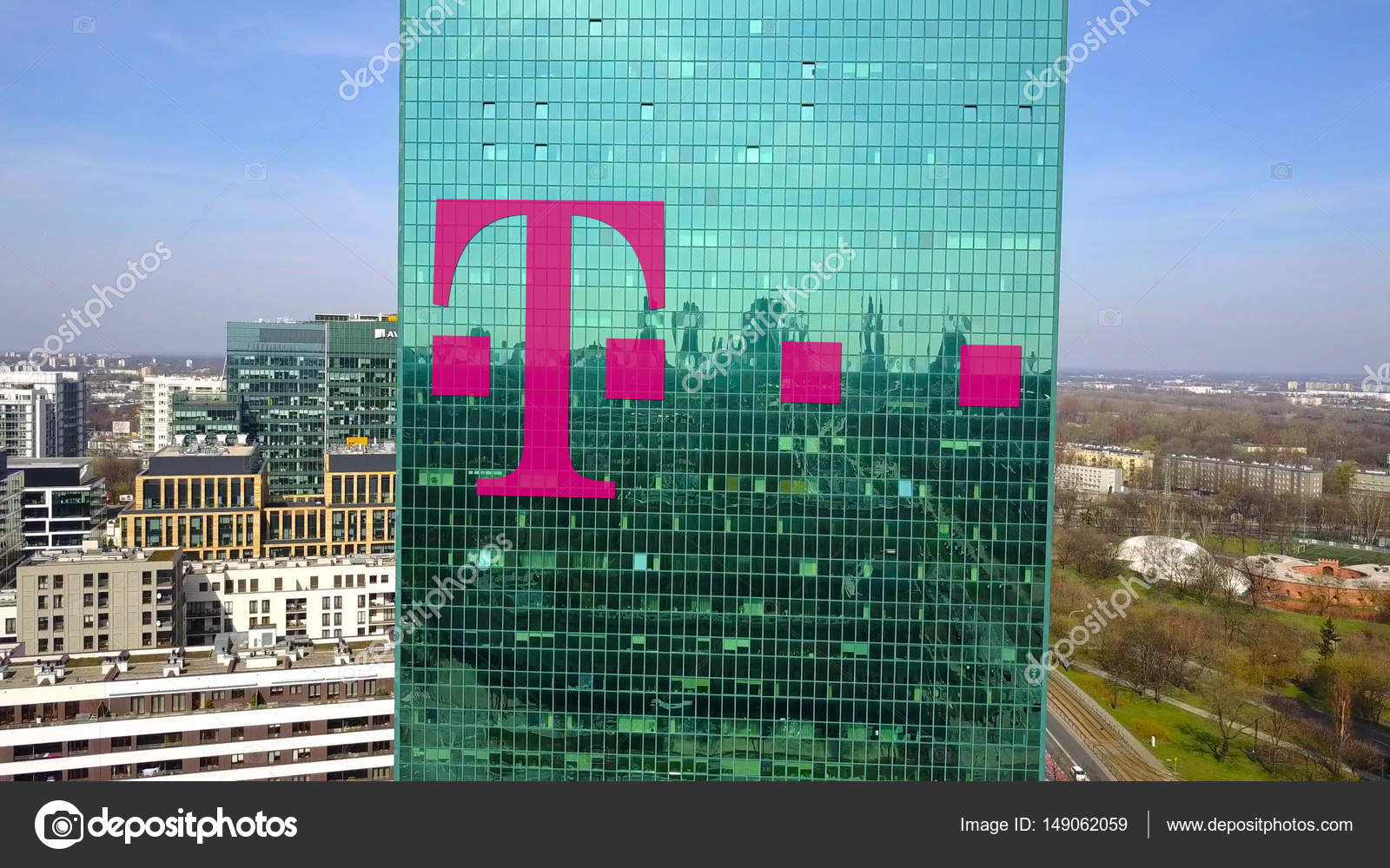 Luftaufnahme Des Büro Hochhaus Mit T Mobile Logo Modernes