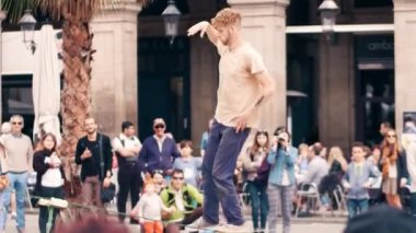 BARCELONA, SPAIN - APRIL, 16, 2017. Tightrope acrobat performing in the street. Balancing on a swaying strap. 4K clip