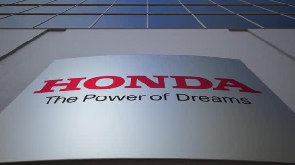 Venkovní značení deska s logem Honda. Moderní kancelářská budova. Úvodník 3d vykreslování