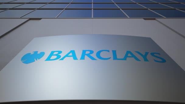 Venkovní značení deska s logem Barclays. Moderní kancelářská budova. Úvodník 3d vykreslování