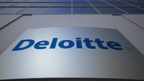 Venkovní značení deska s logem společnosti Deloitte. Moderní kancelářská budova. Úvodník 3d vykreslování