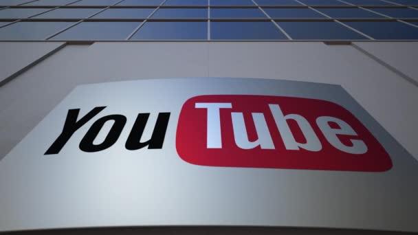 Venkovní značení deska s Youtube logo. Moderní kancelářská budova. Úvodník 3d vykreslování