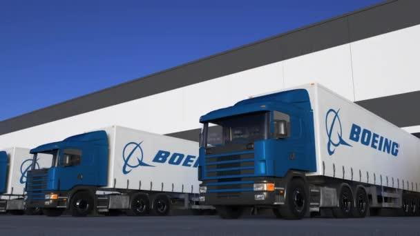 Nákladní polo, kterou vozy s logem Boeing společnosti nakládky nebo vykládky ve skladu ukotvit, bezešvé smyčka. Úvodník 4k animace