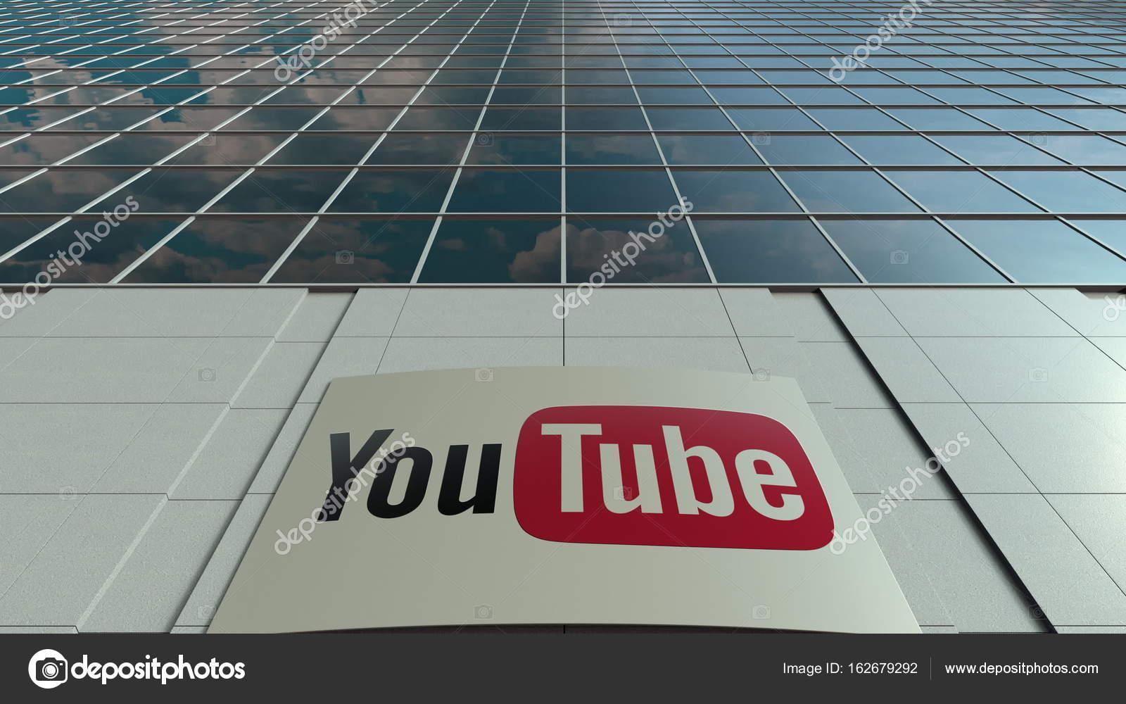 6fb3b26318cca3 Buiten signalisatie bord met Youtube logo. Modern kantoorgebouw.  Redactionele 3d — Foto van alexeynovikov