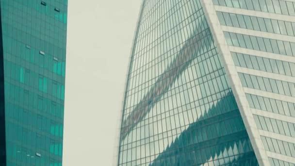 Podrobnosti o skysraper moderní kancelář. Moderní architektury koncept