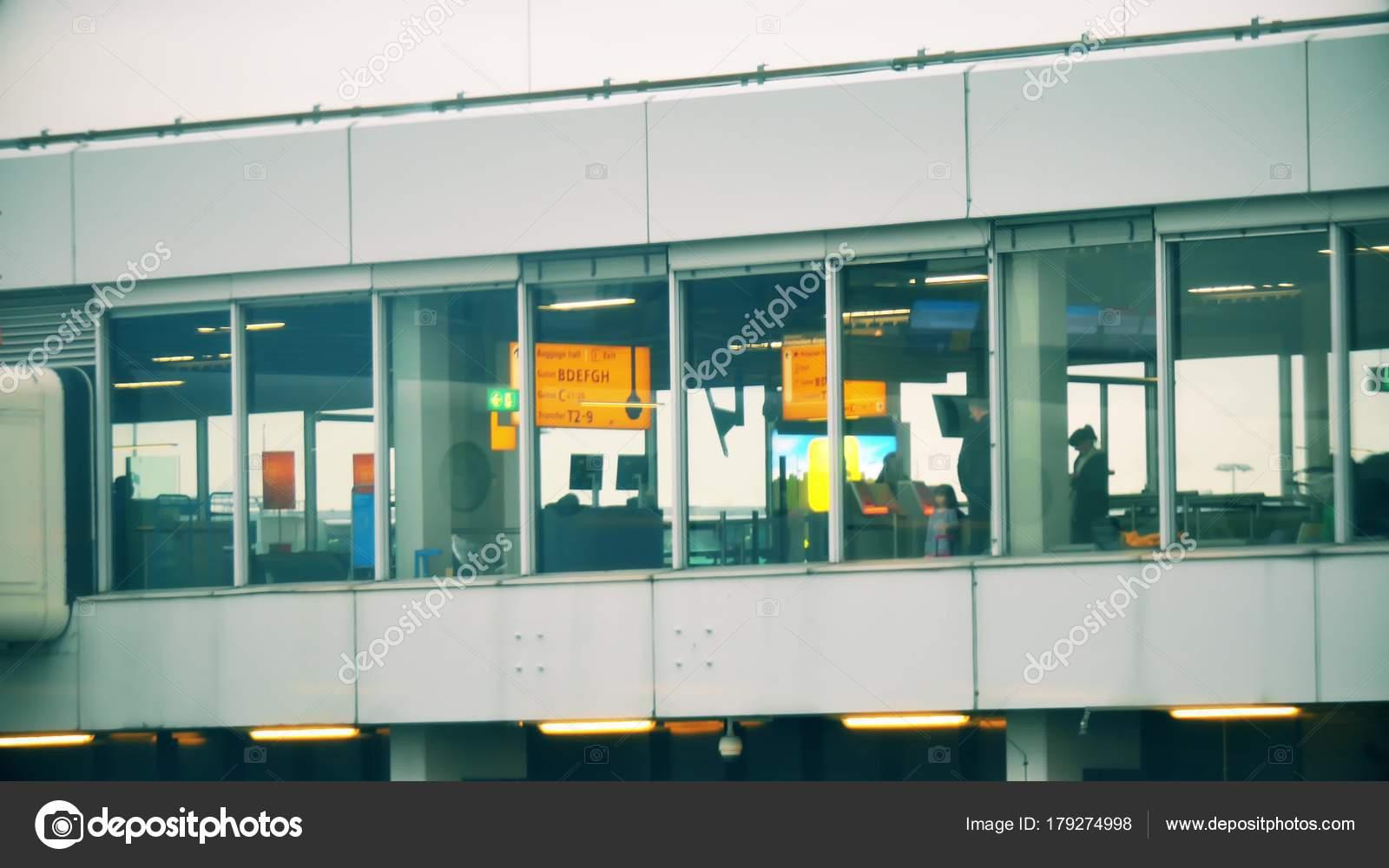 Aeroporto Zurigo Partenze : I passeggeri sconosciuti nella sala partenze dell aeroporto
