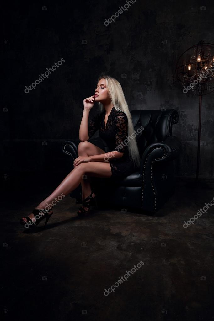 Poltrona Lady Slim.Sexy Slim Blodn Model Sitting In Fashion Armchair In Black