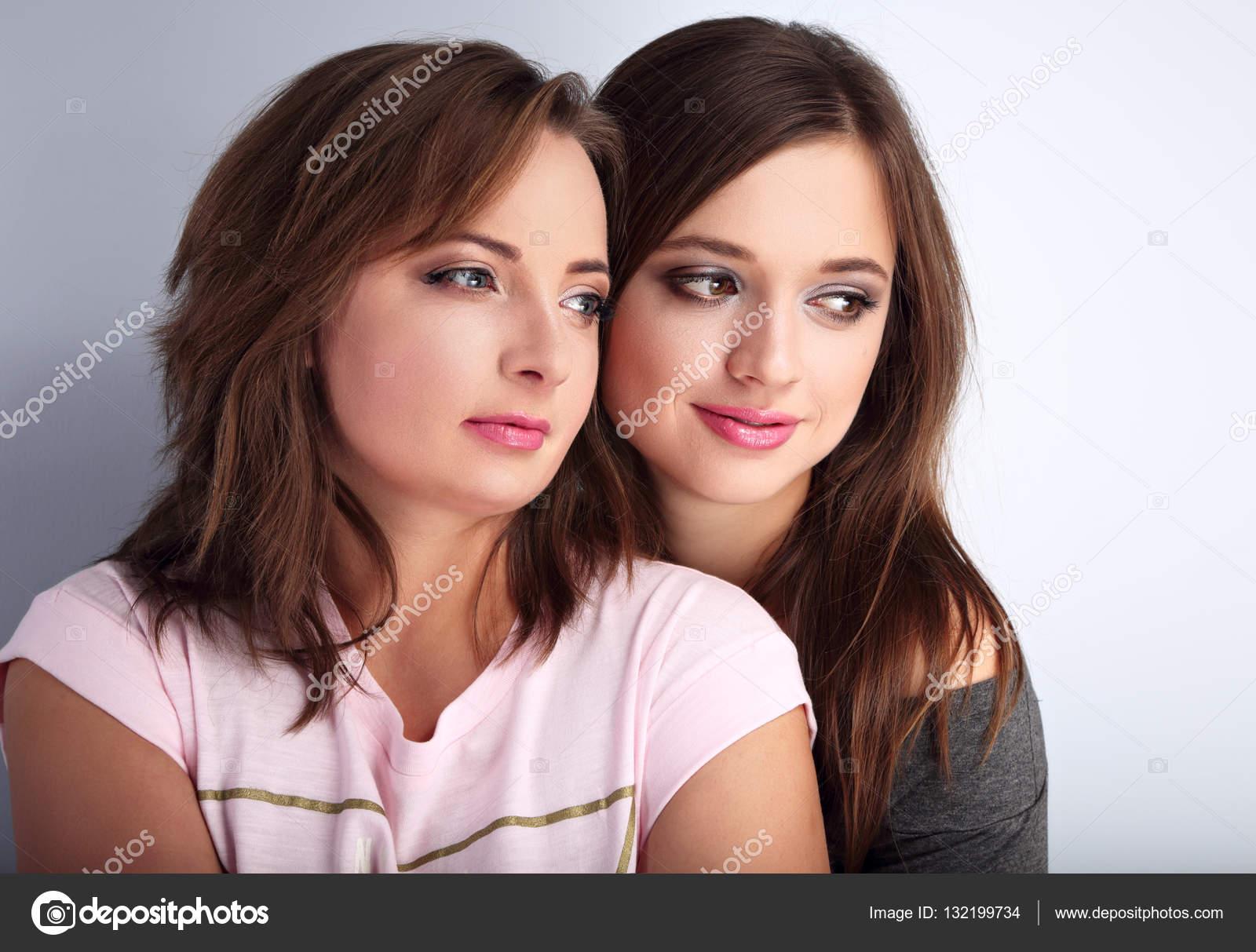 deux matures lesbiennes séduire adolescent Pipes maison vidéos