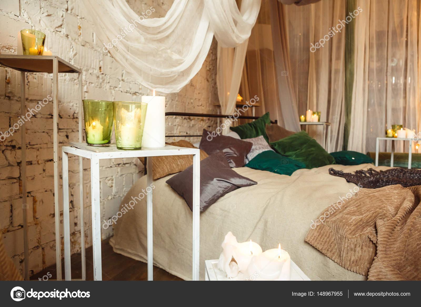 Boho interieur slaapkamer met gordijnen — Stockfoto © kotelnyk ...