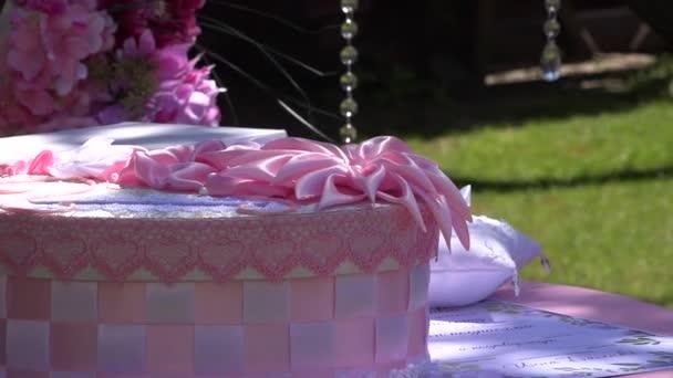 Součástí slavnostní výzdoba, aranžmá. Detail svatební oblouk. Růžová dekorace svatební obřad. Předpoklady o svatební obřad. Odchozí svatební obřad. Místa svatebního obřadu