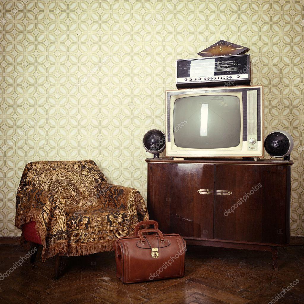 chambre vintage avec tv rétro — Stockfoto © khorzhevska #127982868