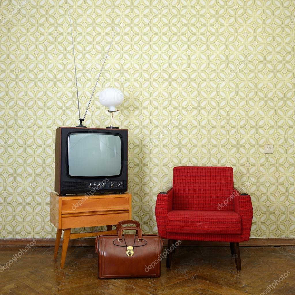 chambre vintage avec tv rétro — Photographie khorzhevska © #127985702