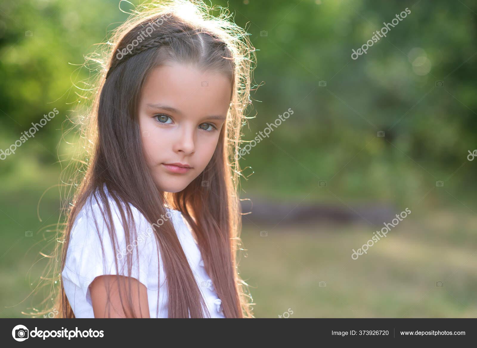 MäDchen Mit Langen Braunen Haaren